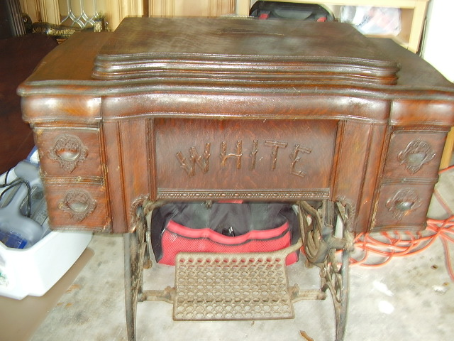 1909 White Treadle Sewing Machine : s467871790562596500p359i1w640 from www.premierauctionfinds.com size 640 x 480 jpeg 127kB